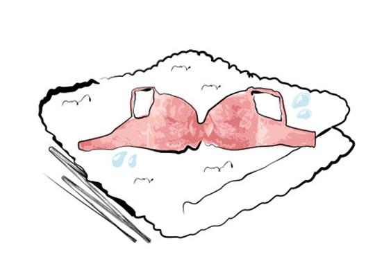 タオルで水気を取ります。